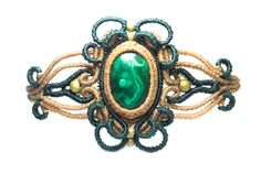 Bracelet with spirals in relief of macramé with Malachite by Mahwu
