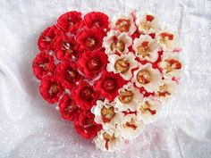 Gift boxes in the form of a piece of cake Mens Valentines Gifts, Valentine Day Crafts, Bouquet St Valentin, Craft Gifts, Diy Gifts, Flower Boquet, Chocolate Flowers Bouquet, Valentines Bricolage, Candy Arrangements