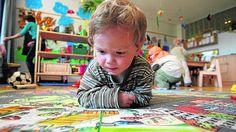"""""""El contacto con los libros es primordial desde la cuna. La lectura estimula el desarrollo de los niños, la imaginación, la creatividad, es una forma de afecto, les ayuda a conocer y entender el mundo que les rodea"""". http://www.abc.es/familia-educacion/20130113/abci-libros-edades-201212261155.html"""