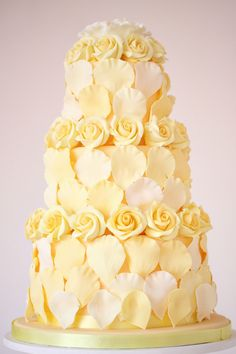 Pretty yellow wedding cake. #Bridal #petals. @Celebstylewed