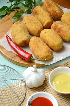 Indische kroketjes - de Indomama Dutch Recipes, Asian Recipes, Cooking Recipes, Ethnic Recipes, What's Cooking, Pizza Wraps, Indonesian Food, What To Cook, Light Recipes