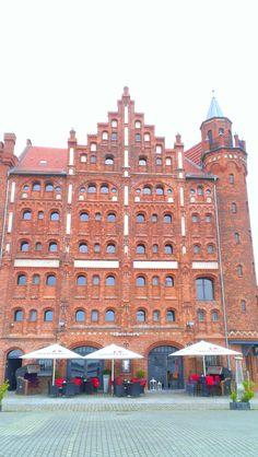Historisches Speichergebäude mit Restaurant am Hafen . The Good Place, Multi Story Building, Germany, Restaurant, Architecture, Nice, Places, Baltic Sea, City