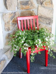 Creative DIY Garden Containers and Planters from Recycled Materials --> Old Chair Garden Pots Diy Planters, Garden Planters, Planter Ideas, Planters Flowers, Recycled Planters, Chair Planter, Old Chairs, Wooden Chairs, Diy Chair
