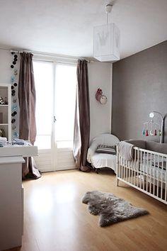 Baby room, lovely La guirlande qui longe le double rideau: une idée à reprendre et pas seulement dans une chambre d'enfant!