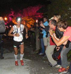 Kilian Jornet lidera UTMB 2009 al paso por ND La Gorge.