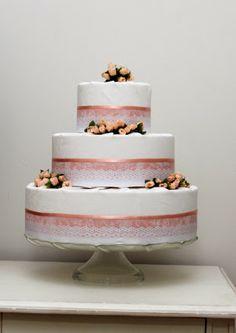 Bolo de tecido para batizado. Bolo Fake, Fake Cake, Fondant, Cakes, Desserts, Ideas, Giraffe Illustration, Fiestas, Tejido