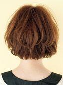 似合う髪型を探す:ラフ&柔らかなカールでリラックス感漂う大人ボブの完成