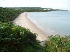 Traeth yr Ora is a Sand & shingle beach located near Amlwch in Anglesey. Uk Beaches, Anglesey, Cymru, North Wales, Oras, Days Out, Great Britain, Vacations, Places To Visit
