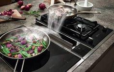 Der Kochfeldabzug von NEFF sorgt für freie Sicht auf das Kochfeld, auch wenn mehrere Pfannen im Einsatz sind.