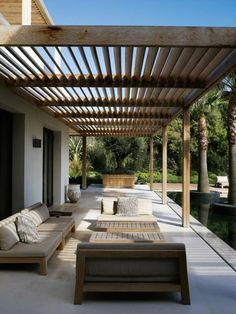 pergola aus holz mit stoff bespannung sch ne modern designte terrassen berdachungen. Black Bedroom Furniture Sets. Home Design Ideas