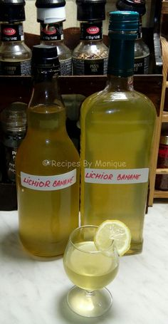Lichior De Banane - Recipes By Monique Appetizer Recipes, Dessert Recipes, Appetizers, Yummy Drinks, Yummy Food, Cook N, Hot Sauce Bottles, Conservation, Beverages