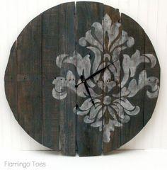 Large Stencilled Pallet Clock ~ Tutorial is here: http://www.flamingotoes.com/2013/02/large-stencilled-pallet-clock-tutorial/