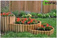 garden edging ideas for flower beds - How To Make A Flower Bed Edging In Your House? Flower Bed Borders, Raised Flower Beds, Diy Garden Bed, Garden Edging, Lawn Edging, Herb Garden, Wooded Landscaping, Landscaping With Rocks, Landscaping Ideas
