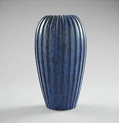 VAS, Vicke Lindstrand, Uppsala Ekeby, blåglaserat lergods, höjd 34 cm