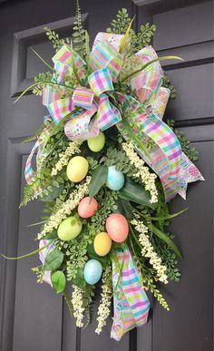 Easter Wreaths, Christmas Wreaths, Burlap Christmas, Primitive Christmas, Country Christmas, Christmas Christmas, Easter Crafts, Easter Decor, Easter Centerpiece