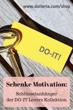 Du möchtest jemanden ein wenig Motivation schenken? Oder dich selbst motivieren? dann schenke einen Schlüsselanhänger der DO-IT Lovers Kollektion. Der erinnert dich immer daran, dass du es schaffen kannst. #motivation #geschenksidee #schlüsselanhänger Shops, Barware, Lovers, Motivation, Bottle, Inspiration, Shopping, Accessories, Tents