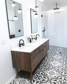 Modern Farmhouse, Rustic Modern, Classic, light and airy master bathroom design tips. Bathroom makeover ideas and bathroom renovation tips. Master Bathroom Vanity, Double Sink Bathroom, Double Sink Vanity, Modern Master Bathroom, Vanity Sink, Master Bathrooms, Bathroom Vanities, Bathrooms Suites, Gold Bathroom