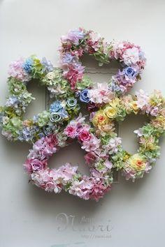wreaths Four-Leaf Clover Heart Wreath, Wreath Crafts, St Patricks Day, Quilling, Flower Power, Paper Flowers, Christmas Wreaths, Floral Wreath, Heart Images