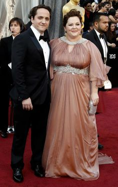 Melissa McCarthy (Bridesmaids) lost her voice pre-#Oscars, but it seems to be coming back. Isn't she rocking the plus-size star look! #otrc #oscars