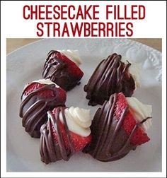 cheesecake filled strawberries covered with chocolate! cheesecake filled strawberries covered with chocolate! cheesecake filled strawberries covered with chocolate! 13 Desserts, Delicious Desserts, Dessert Recipes, Yummy Food, Dessert Ideas, Party Desserts, Party Recipes, Summer Desserts, Healthy Food