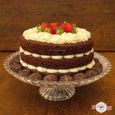Naked cake de chocolate com recheio de leite ninho e morangos!🎂😋😄 Feito com muito carinho para comemorar em dobro o aniversário de duas pessoas especiais! Parabéns mamãe e Diego! Que Deus os abençoe e possamos comemorar muitos anos mais! 🤗🎈🎉 #soldoces #bonitoegostoso #querocomer #cake #nakedcake #lovecake #bolo #amobolo #bolodeaniversario Yummy Cookies, Cupcake Cookies, Bolo Neked Cake, Chocolate Lovers, Chocolate Cake, Bolo Nacked, Snake Cakes, Cake Recipes, Dessert Recipes