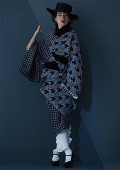 ふくれ千鳥着物 78,000円+税 Harajuku Mode, Harajuku Fashion, Japan Fashion, Runway Fashion, Traditioneller Kimono, Orientation Outfit, Modern Kimono, Modern Japanese Clothing, Traditional Japanese Kimono