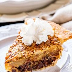 A total southern tradition, this Kentucky bourbon pie is a creamy mix of chocolate chips and pecans. Whether you're watching the Derby or just need a crunchy chocolate fix, it's a must-make whenever the weather warms up! Homemade Desserts, Best Dessert Recipes, Pie Recipes, Fun Desserts, Bourbon Pie Recipe, Chocolate Shavings, Chocolate Chips, Kentucky Derby Food, Sweet Tooth