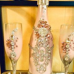 Burgundy/ red champagne set , can be made in any color combination Red Champagne, Wedding Champagne Flutes, Champagne Glasses, Bridal Glasses, Champagne Bottles, Diy Bottle, Wine Bottle Crafts, Bottle Art, Glass Bottle