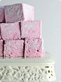 Strawberry Marshmallows via Sticky, Gooey, Creamy,Chewy Recipes With Marshmallows, Homemade Marshmallows, Pink Marshmallows, Strawberry Puree, Strawberry Recipes, Candy Recipes, Sweet Recipes, Chocolates, Marshmallow Treats