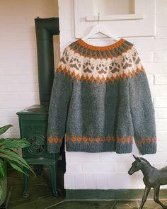 "2 likerklikk, 0 kommentarer – Kaja Kværner (@kajaelisabeth) på Instagram: ""Ny #villmarksgenser av pinnene 🐾 strikket i #fritidsgarn av #sandnesgarn 🧶"" Printer, Pullover, Projects, Sweaters, Fashion, Threading, Log Projects, Moda, Blue Prints"