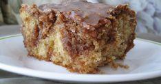 Brown Sugar and Cinnamon Honeybun Cake--breakfast or dessert.you pick! I pick make it for dessert, then eat it for breakfast! Just Desserts, Delicious Desserts, Yummy Food, Yummy Treats, Sweet Treats, Cake Recipes, Dessert Recipes, Sandwich Recipes, Kolaci I Torte