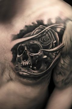 Tattoo Totenkopf Rose auf Brust