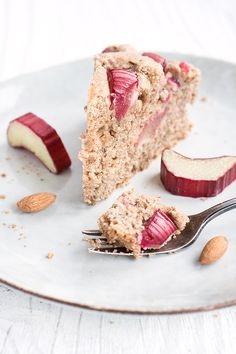 vegam & healthy Rhubarb Cake // gesunder Rhabarber-Rührkuchen • from Maras Wunderland