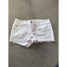 American Eagle Shorts Super cute white Crochet denim shorts *nwot* size 0 American Eagle Outfitters Shorts Jean Shorts