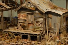 Your Quick Guide To Model Railroad Layout Kits Fallout 4 Settlement Ideas, Ho Scale Buildings, Photography Movies, N Scale Trains, Model Train Layouts, Miniature Houses, Model Building, Small World, Model Trains