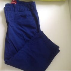 Capri Pants Blue Capri stretch pants.  Two back pockets, two front pockets. Two top button , zip closure. Gently used (PB1) Merona Jeans Ankle & Cropped