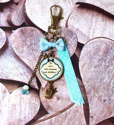 """Porte clefs """" mamie """" ou bijou de sac mousqueton cabochon , breloque chouette ou hibou. bleu : Porte clés par mini-creations"""