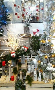 Idea creativa vetrina natalizia. Decine di idee per vetrine negozio o decorazioni natalizie per tutte le attività. Acquista online all'ingrosso alberi di natale e decorazioni natalizie