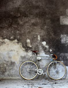Fixie, Single Speed, Velo, Fahrrad. Too many names to call this. This pic could hang at our wall...