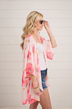 These fun light weight kimonos will add a darling pop of color to your wardrobe. Pair these with our favorite shorts or over your swim suit for a day on the bea Summer Fashion For Teens, Spring Summer Fashion, Spring Outfits, Boho Fashion, Fashion Beauty, Fashion Outfits, Womens Fashion, Hijab Fashion, Kimono Floral
