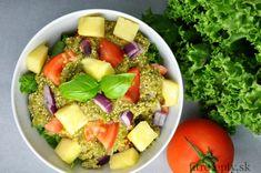 Zdravý šalát z quinoi s quacamole ktorý zasýti a dodá množstvo zdraviu prospešných tukov, vitamínov a minerálov. Ingrediencie (na 2 porcie): 1 avokádo 1 paradajka (alebo 5 cherry paradajok) šťava z 1 limetky 1/2 hrnčeka quinoi (suchej) 1 strúčik cesnaku 150g ananásu/manga šalát kúsok petržlenovej vňati 1/4 červenej cibule štipka mletého čierneho korenia štipka morskej […]
