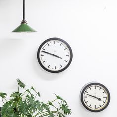 We love Clocks | Klokken | Uhren | ρολόγια | Relojes | Laikrodžiai | часы | Horologiis | 時鐘 | クロック | đồng hồ !  #blomandblom #industrial #lighting #interior #design #verlichting #german #vintage #ddr #clocks #siemens #plants #nature #green