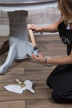 How to achieve the Driftwood look the easy way • Fusion™ Mineral Paint Repainting Furniture, Furniture Fix, Diy Furniture Easy, Furniture Ideas, Repurposed Furniture, Bedroom Furniture, Diy Furniture Renovation, Furniture Makeover, Chalk Paint Dining Table