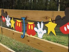 This banner is great for a Disney-themed party! So cute.