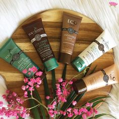 🌴Just in! @ecotan Certified Organic Travel Essentials Pack! Look after your skin while on the go with this gorgeous certified organic self tanning, skin care travel pack! Certified Organic Travel Essentials Pack features 5x 50ml Minis including: Coconut Body Milk, Winter Skin, Invisible Tan, Pink Himalayan Salt Scrub, Coconut Mint Body Wash #ecotan #ecobysonya Head on over to shop now #bellanaturally #BellaNaturally #greenbeauty #makeup #beauty #naturalbeauty #organicskincare…