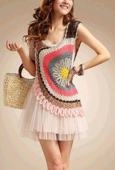 Such a nice crochet top! Inspiration with a few pictures to show how it is done! ༺✿ƬⱤღ  http://www.pinterest.com/teretegui/✿༻