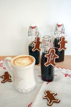 This gingerbread syrup is so easy to make. Simple syrup (sugar and water), molasses and gingerbread spices (ginger, cinnamon, nutmeg and allspice) simmer down thick, spicy gingerbread syrup. Coffee Uses, Great Coffee, Coffee Coffee, Coffee Time, Dark Chocolate Nutrition, Christmas Desserts, Christmas Ideas, Christmas Brunch, Gourmet