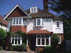 Browse thousands photos of Casement Windows that will inspire you. Find ideas and inspiration for Casement Windows to add to your own home. Timber Windows, Casement Windows, House Windows, Bay Windows, 1920s House, Edwardian House, House Extension Plans, 1930s House Extension, Rear Extension