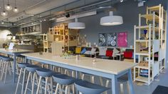 ZFV–Unternehmungen – Lilly Jo Deli & Café, Zürich. Konzeptdesign und Umsetzung by retailpartners ag. Deli Cafe, Bar Design, Restaurant Design, Architecture, Conference Room, Table, Furniture, Home Decor, Concept
