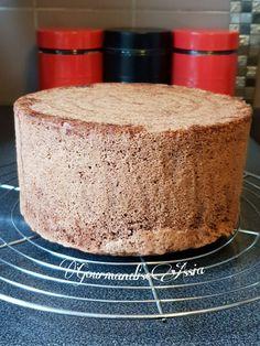 Génoise Moelleuse au Chocolat   Gourmandise Assia Cornbread, Vanilla Cake, Cupcake Cakes, Dessert Recipes, Cooking, Ethnic Recipes, Biscuits, Bracelet, Design